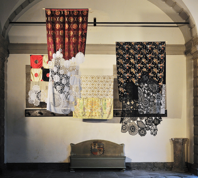 ctrlzak - Hit et Nunc, a site specific installation conceived for the Moroni mansion in Bergamo old town. A journey that makes the visitors discover among the objects of the past,